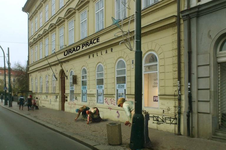 Budova Fakulty sociálních věd UK a Galerie Hollar.
